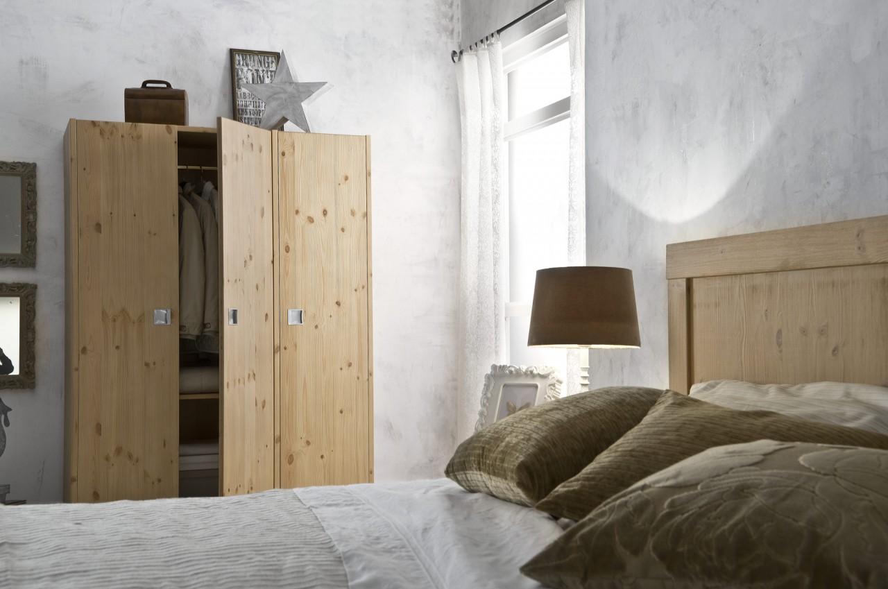 Camere da letto in pino camera milano arredamenti rustici - Camere da letto usate milano ...